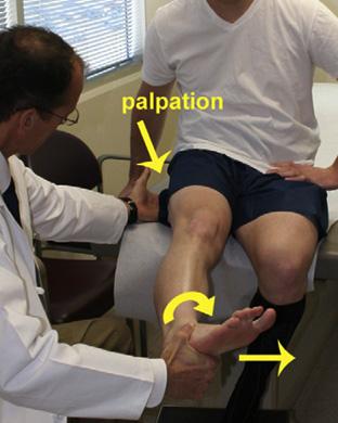 Fig 6*. Manobra realizada com paciente sentado